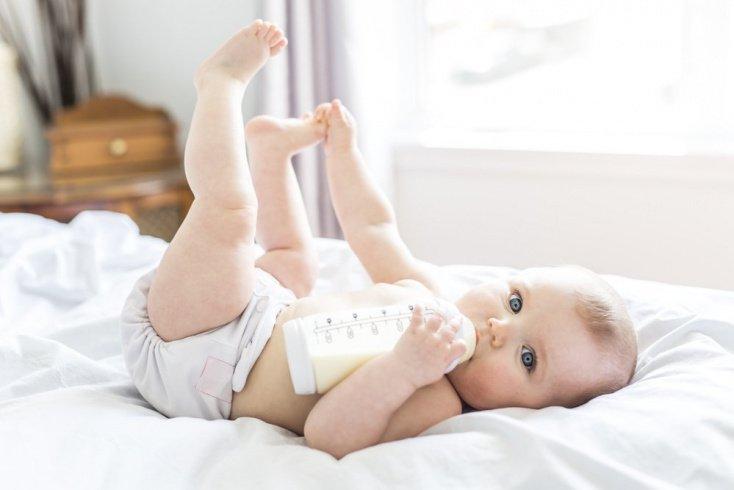 Бутылочка для вскармливания детей: форма и объем