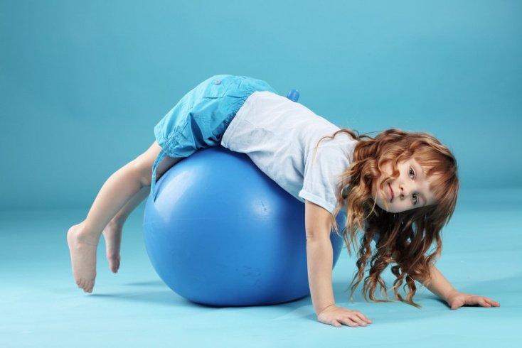 Второй признак ожирения у детей: ребенок стал менее активен