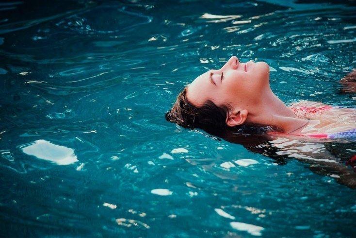 Отговорки, которые мешают похудению с помощью плавания