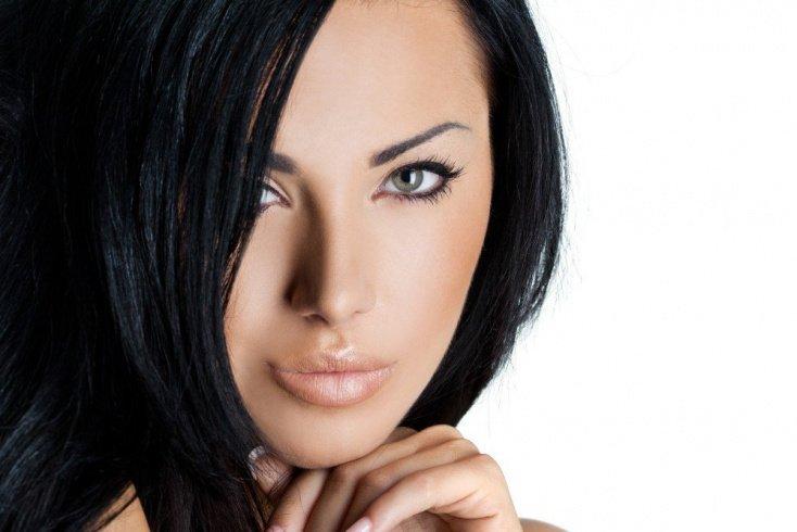 Почему темным волосам требуется особый уход?