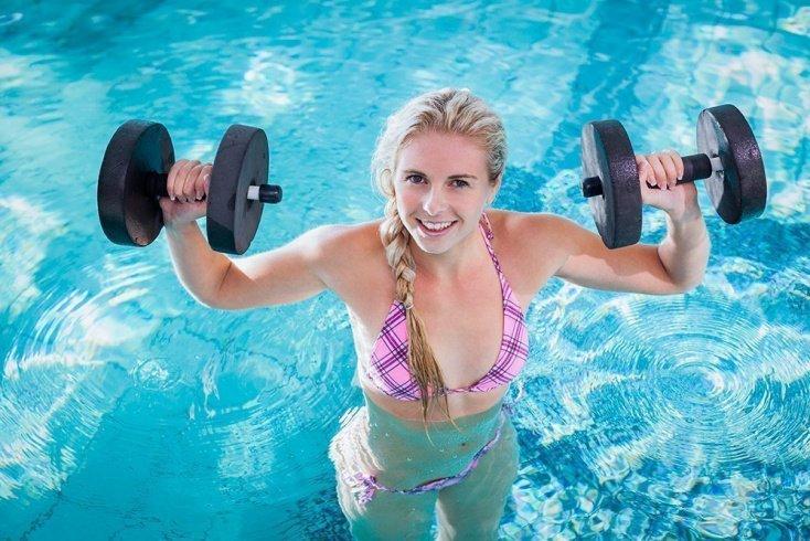 Как проходят фитнес-тренировки в бассейне?