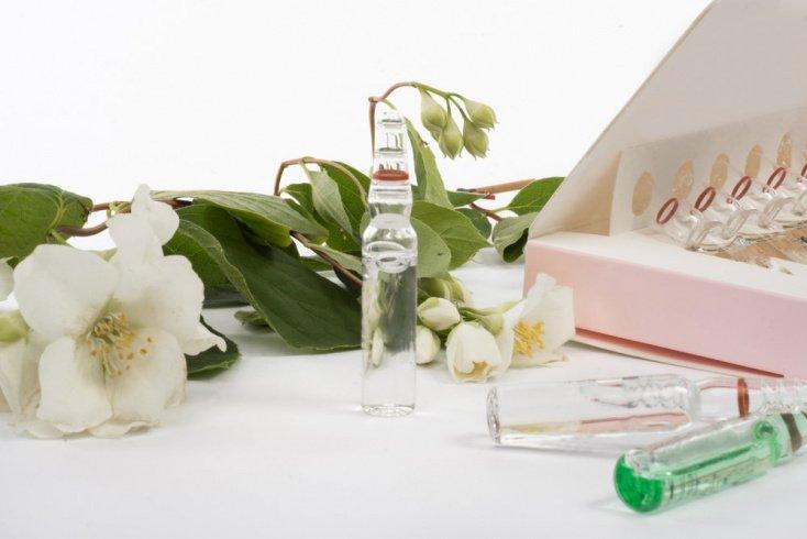 Аптечная косметика, направленная на лечение, нуждается в прохладе