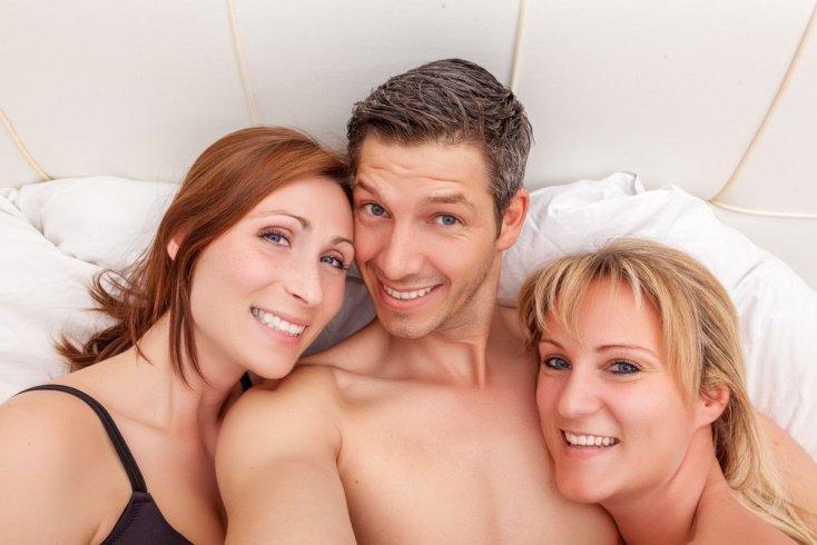любительский секс втроем семейной пары как начать
