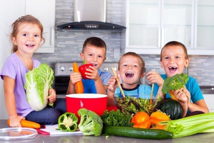 Малыш может выбрать любой салат