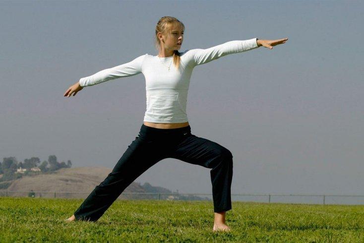 Какие упражнения из йоги практикует Мария Шарапова? Источник: zimbio.com