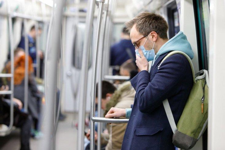 Можно ли заразиться через поручни в общественном транспорте?
