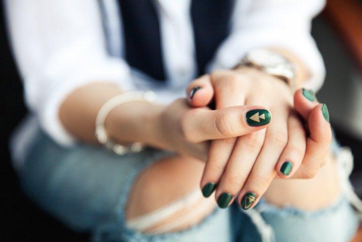 Косметика для ногтей изумрудного цвета