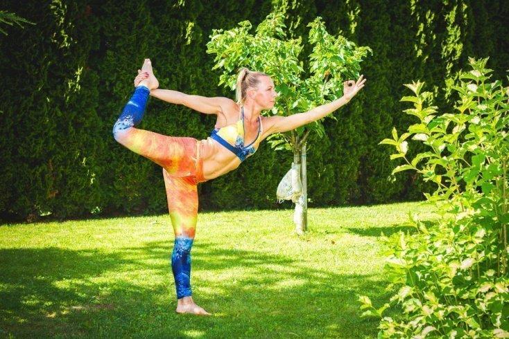 8. Попробуйте йогу