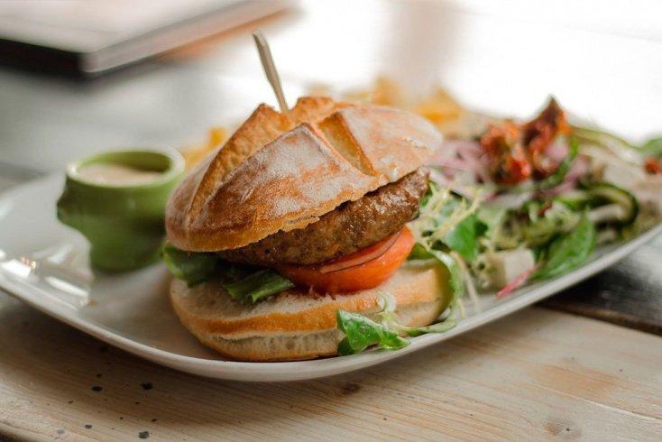 Обед для похудения и здоровья: бургер с фасолью