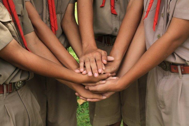 Как писатель превратил неуправляемых подростков в отряд «лесных индейцев»