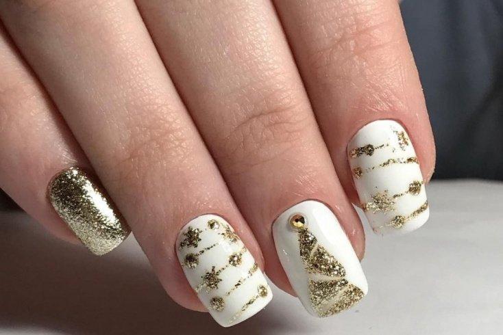 1. Новогодняя роспись на ногтях Источник: topdizz.com