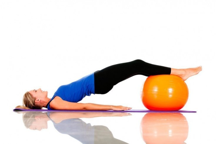 Упражнения на фитболе против целлюлита