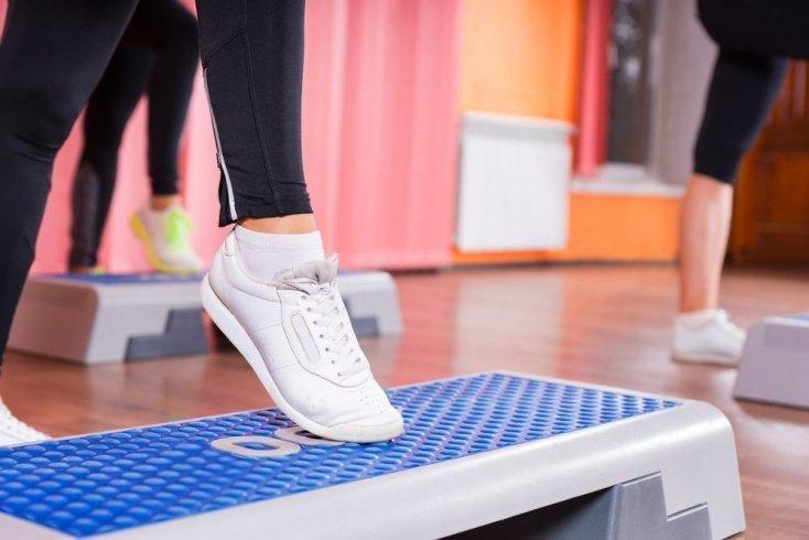 Преимущества степ-аэробики для похудения и оздоровления