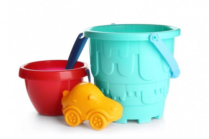Пластиковые игрушки в детской