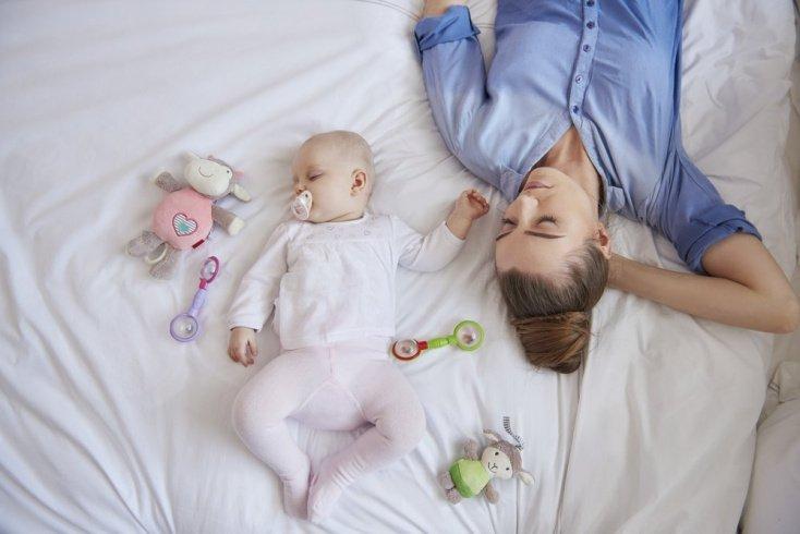 Миф №3: к трем месяцам дети спят всю ночь