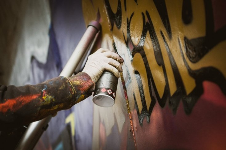 Что делать, если хобби подростка — рисунки на стенах?