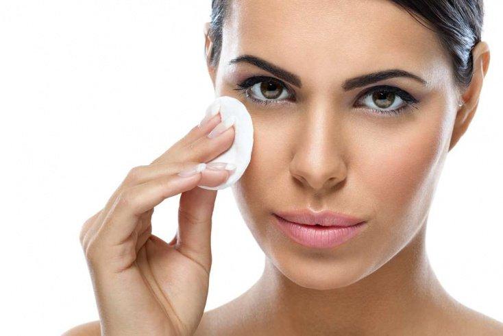 Красота и здоровье кожи: причины образования черных точек на лице