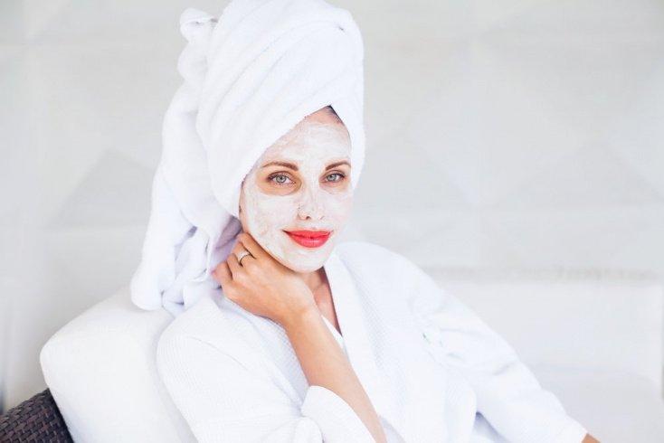 Правила применения лифтинг-масок для лица из крахмала