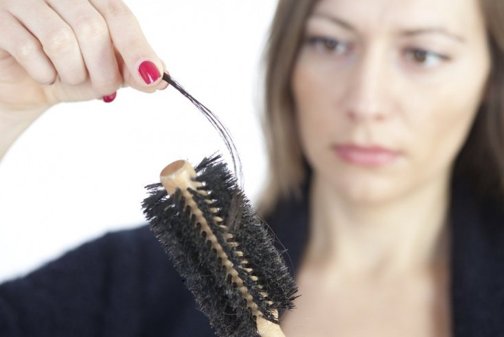 6. Сильный стресс приводит к выпадению волос