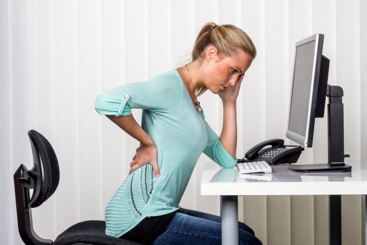 Плохие привычки для позвоночника и другие причины боли в спине