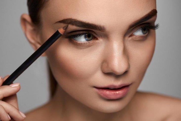 Карандаши и тени для макияжа бровей