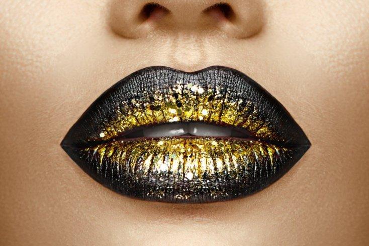 «Металлическая» косметика для тона лица и губ
