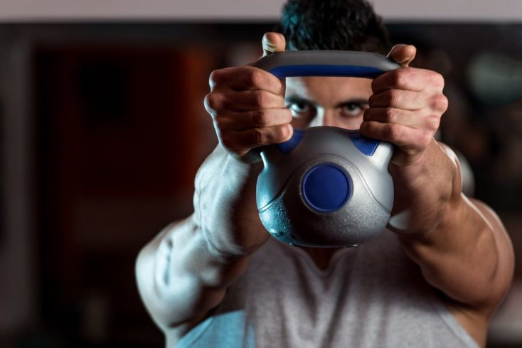 Польза гиревого фитнеса дома для поклонников ЗОЖ