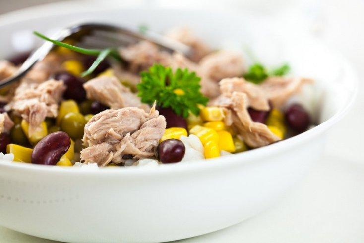 Простые рецепты вкусных и сытных блюд: салат «Веселый тунец»