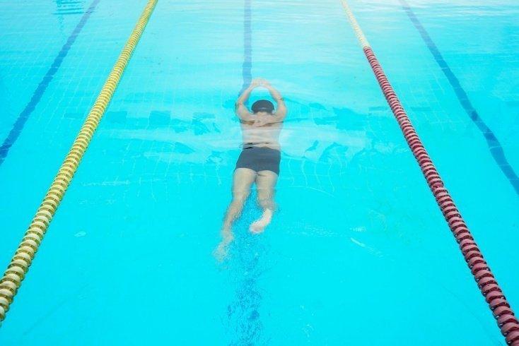 Ошибки в занятиях фитнесом, включающих в себя плавание брассом