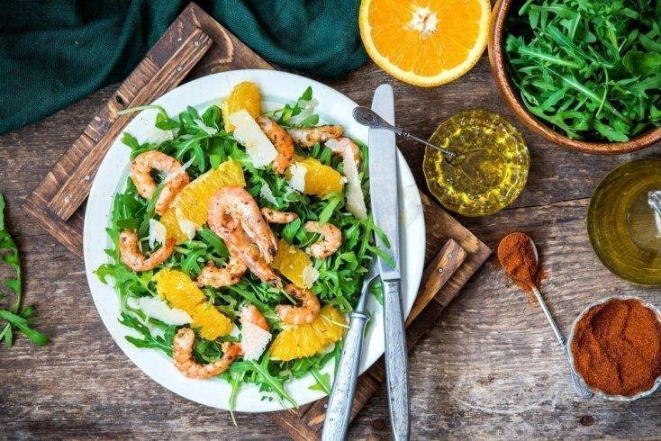 Быстрый рецепт салата с креветками и апельсинами