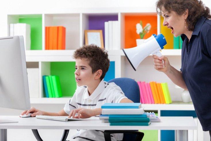 Почему родители кричат на детей?