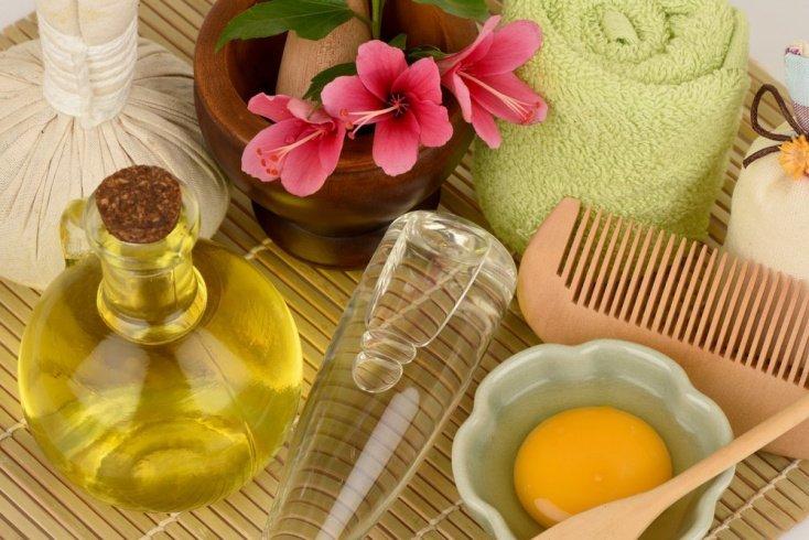 Красота и здоровье локонов: в чем польза аромарасчесывания?