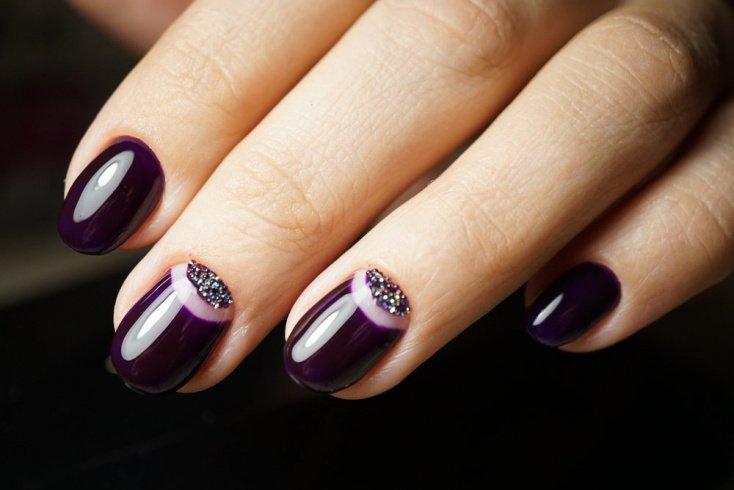Свежие тенденции в дизайне ногтей с лунками