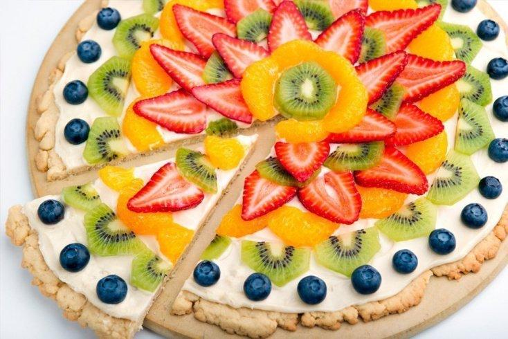 Пицца с фруктами и творогом