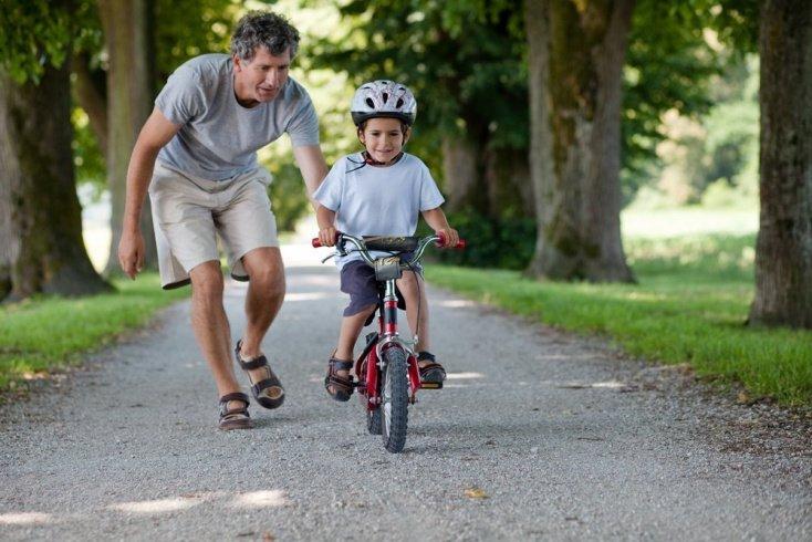 Как на развитие ребенка влияет реакция окружающих