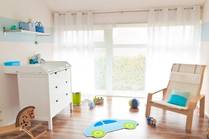 Организовать спальное место для малыша и место для переодевания