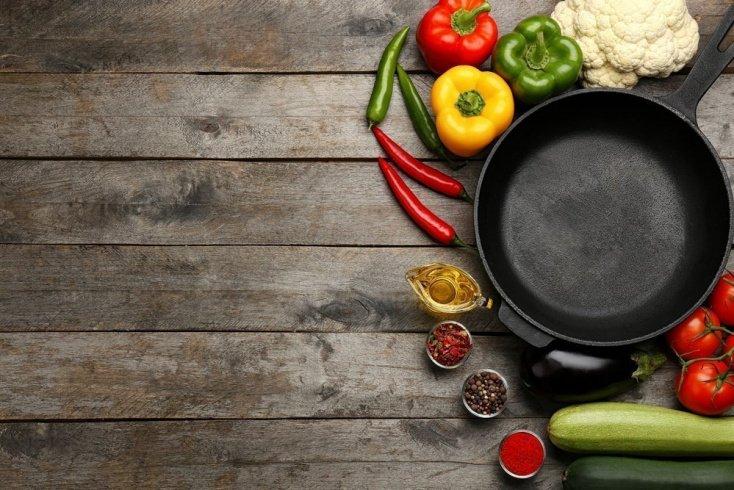 «Пища прилипает к стенкам посуды!»