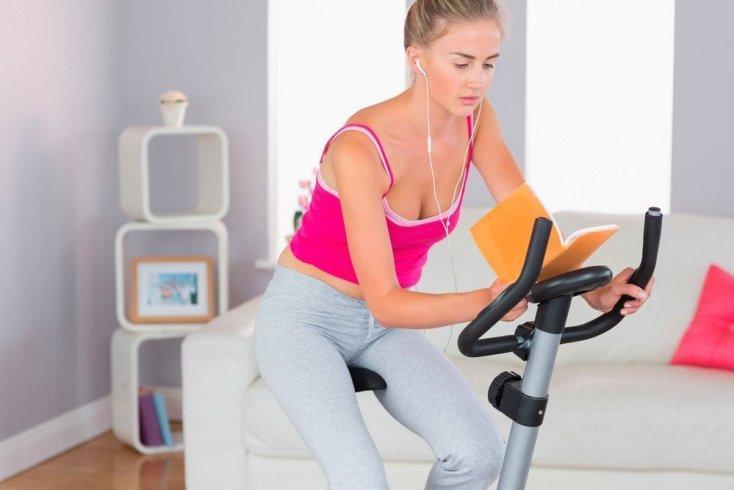 Фитнес-тренировки для поклонника ЗОЖ с использованием велотренажера