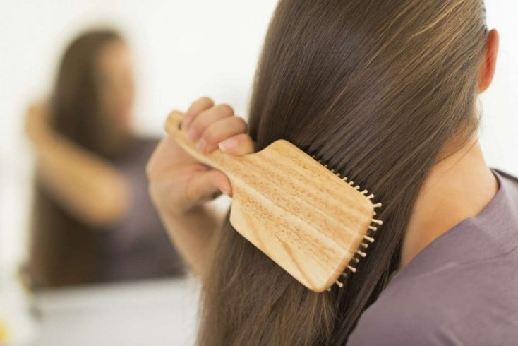Расчесывание волос и укладка
