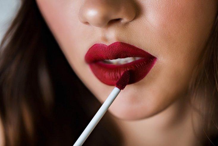 Пудра: ультраматовый эффект в макияже губ