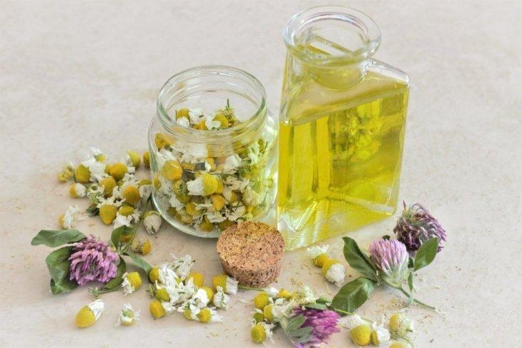 Лимон и ромашка: профилактика появления на прядях желтизны