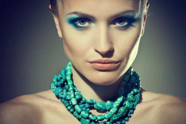 Голубоглазым женщинам не идут голубые тени и тушь