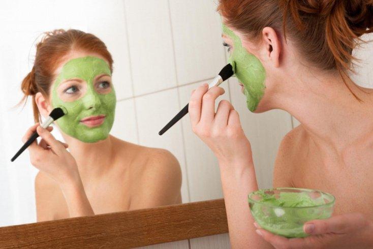 В какое время лучше наносить маски для кожи лица?
