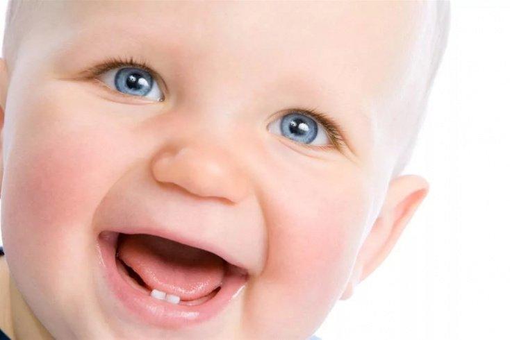 Дети и первые зубки