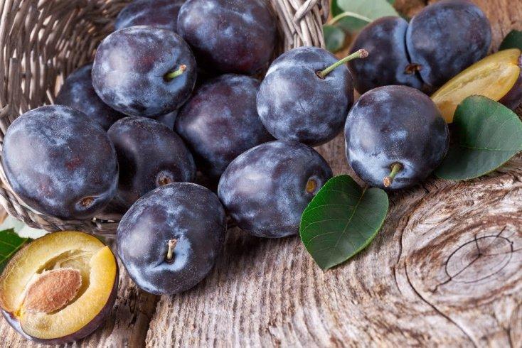 Польза витаминов и микроэлементов, содержащихся в черносливе