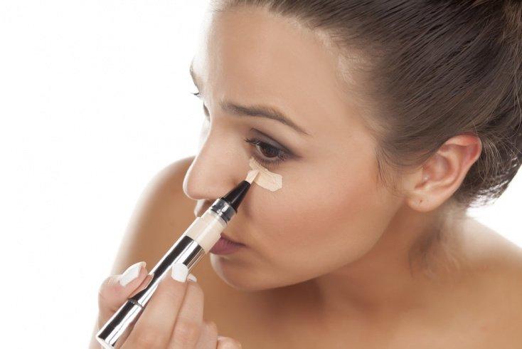 Правила использования хайлайтеров в макияже