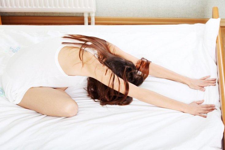 Позы йоги для выполнения в постели