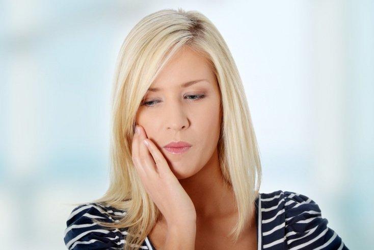 Жалобы на зубную боль из-за осложнений кариеса