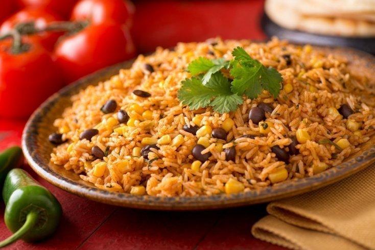 Тушеный рис с фасолью в мексиканском стиле