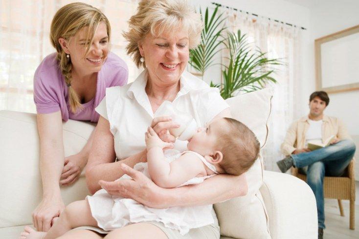 Зачем бабушки вмешиваются в воспитание своих внуков?